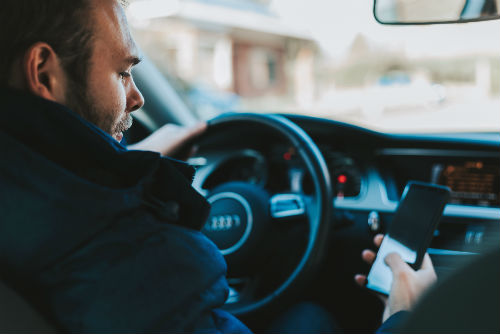 How to create a company policy to address distracted driving.